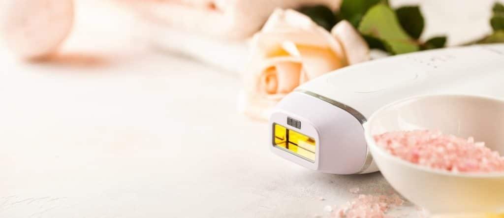 Faites la chasse aux poils avec un épilateur à lumière pulsée